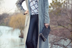 Outfit: Grauer Longcoat & Pistolboots