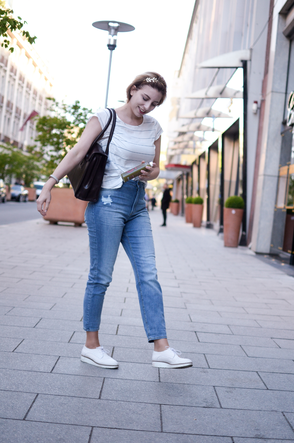 Mom Jeans, Streifenshirt, Outfit | Kale and me Detox | Maxwell Scott Bag | Uni Outfit |Glasschuh.com