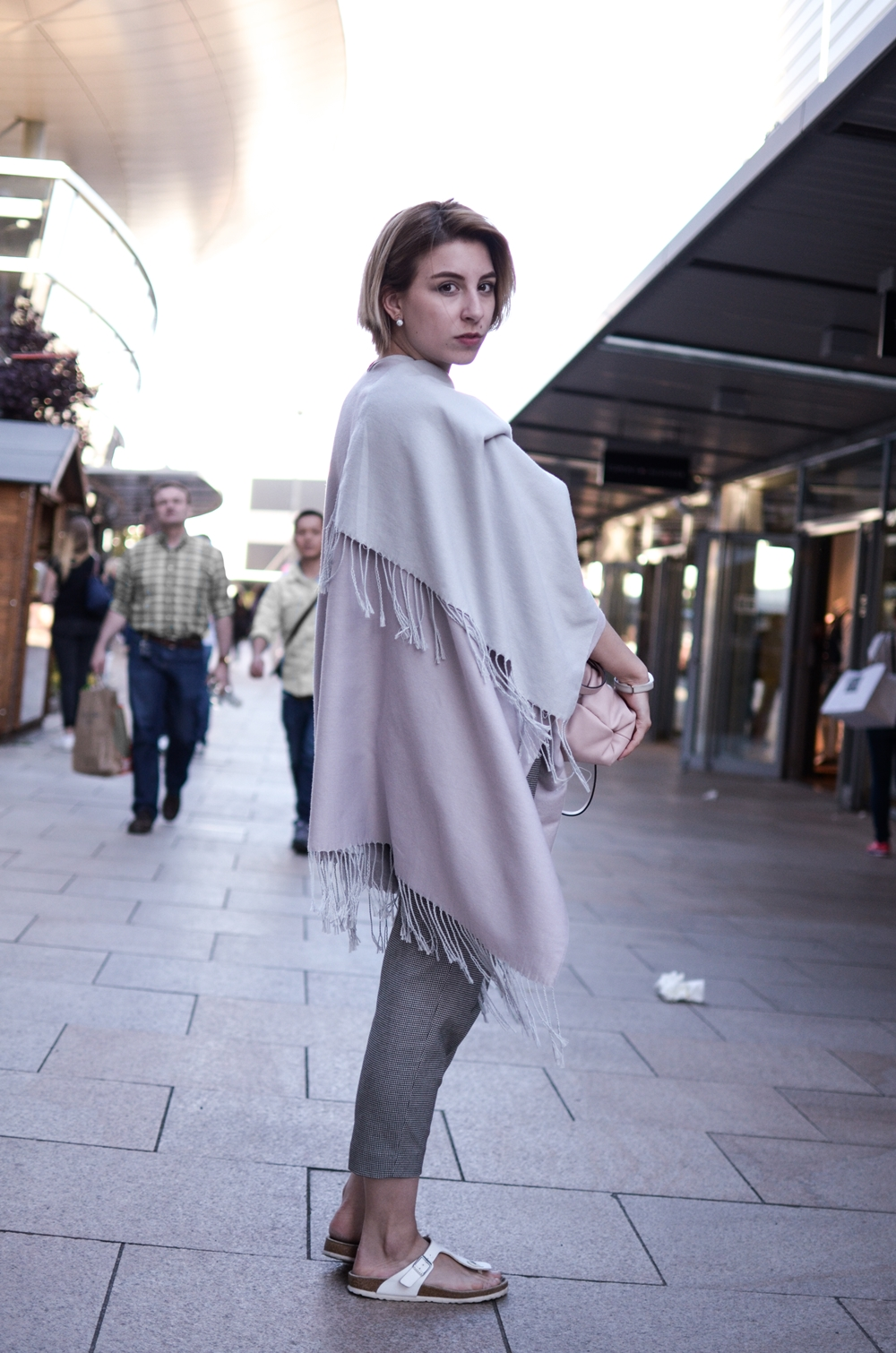 outlet-wolfsburg-outfit-cape-1