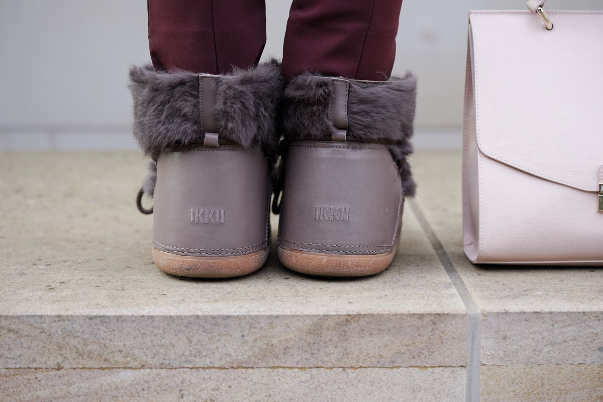 Inuikii Boots mit weinroter Hose, rosa Schal und Pullover | Snowboots, Winter, Outfit, Look | Gisy Schuhe Hannover | Glasschuh.com by Lea Christin