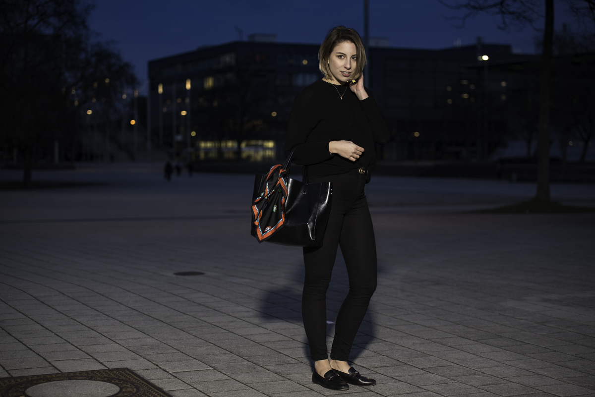 All Black Outfit | Gucci Gürtel, Loafer, Kenzo, Pullover | Glasschuh.com Blog aus Hannover von Lea Christin