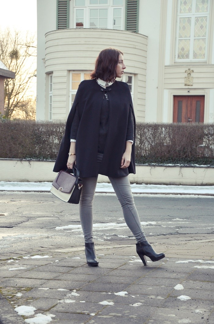 cape-outfit-look-blogger-glasschuh-6