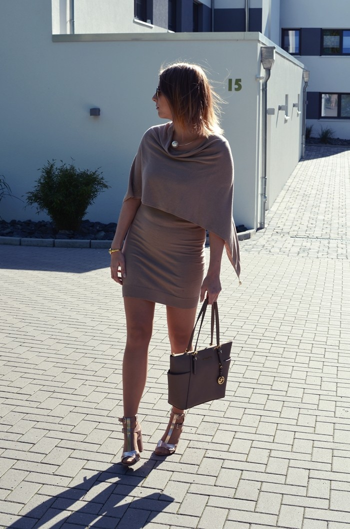 outfit-beige-cape-blogger-3