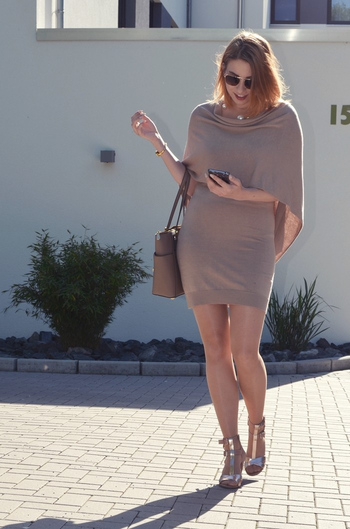 outfit-beige-cape-blogger-6