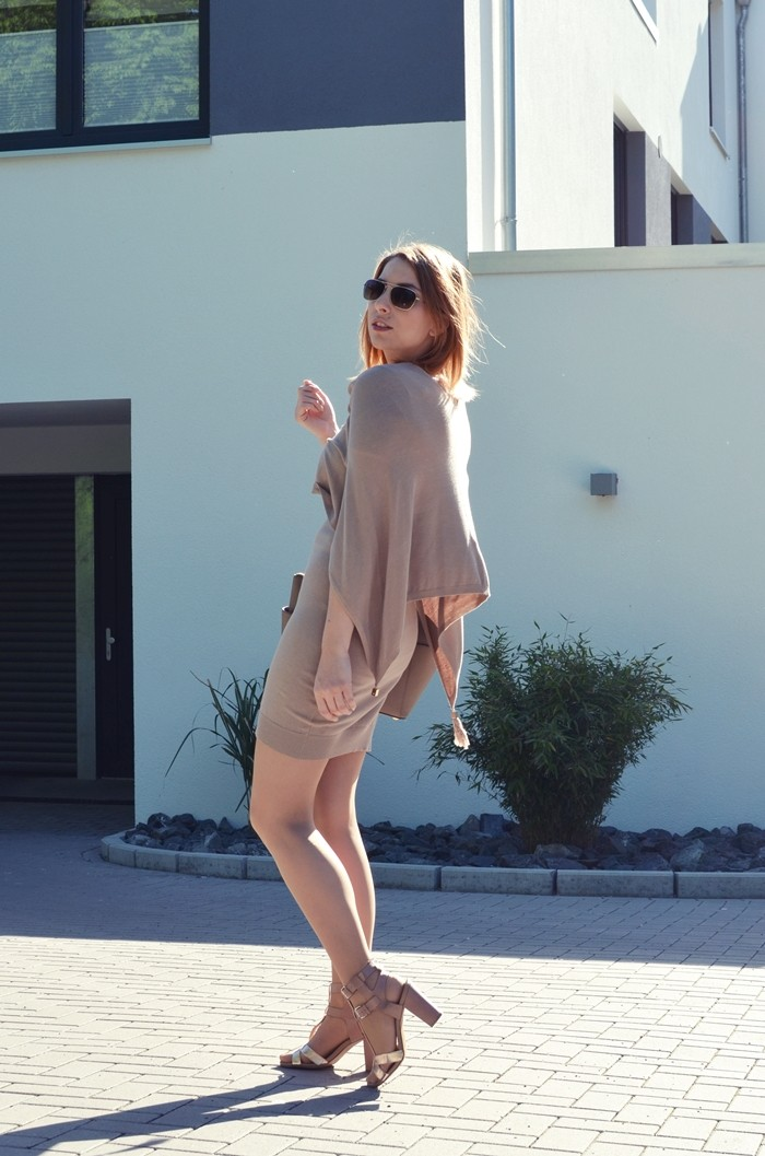 outfit-beige-cape-blogger-8
