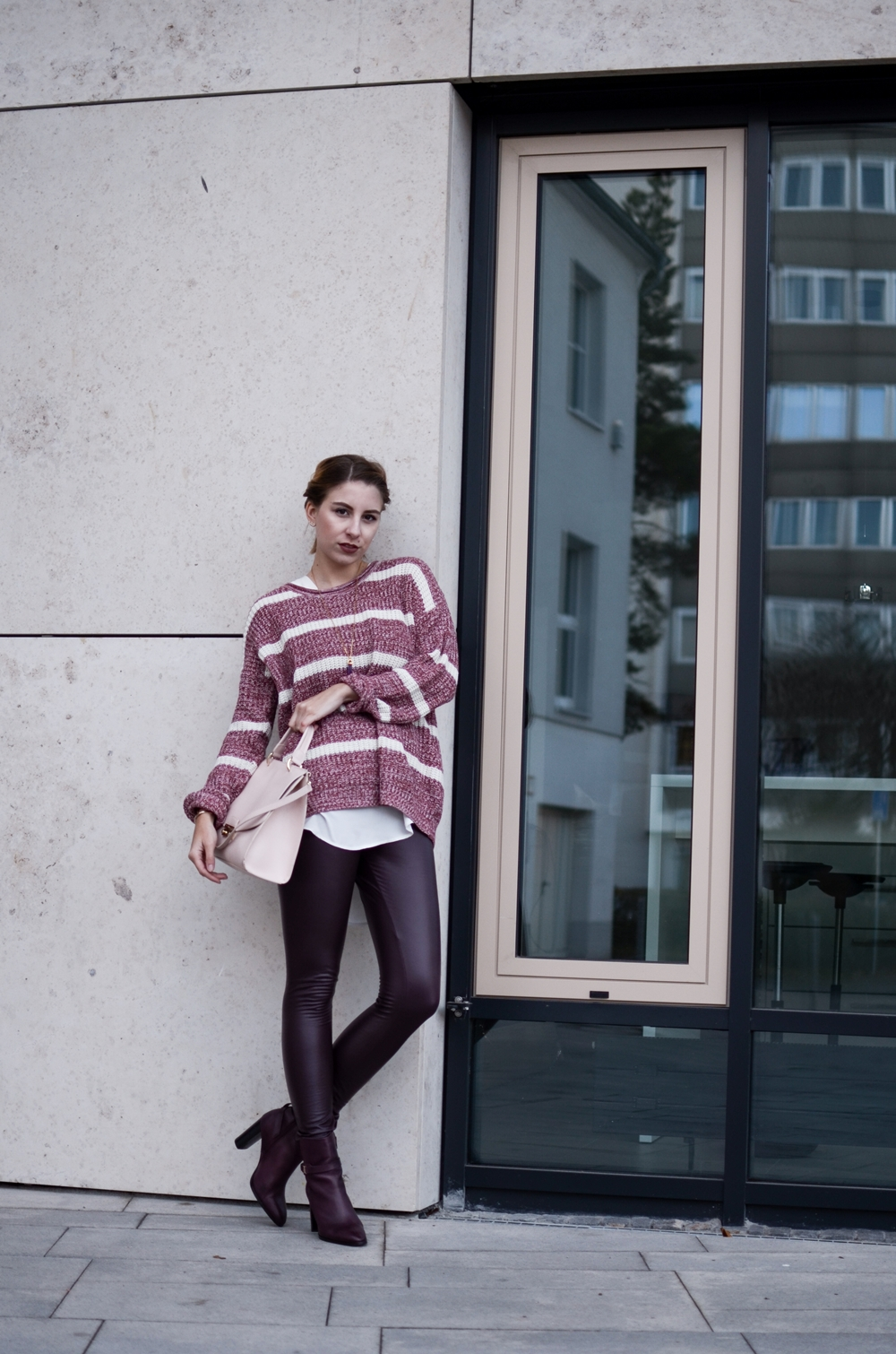 Outfit mit 24 Colours Pullover, Cape, Thermoleggings und Furla Tasche | Style, Fashion, Trend | Glasschuh.com by Lea Christin