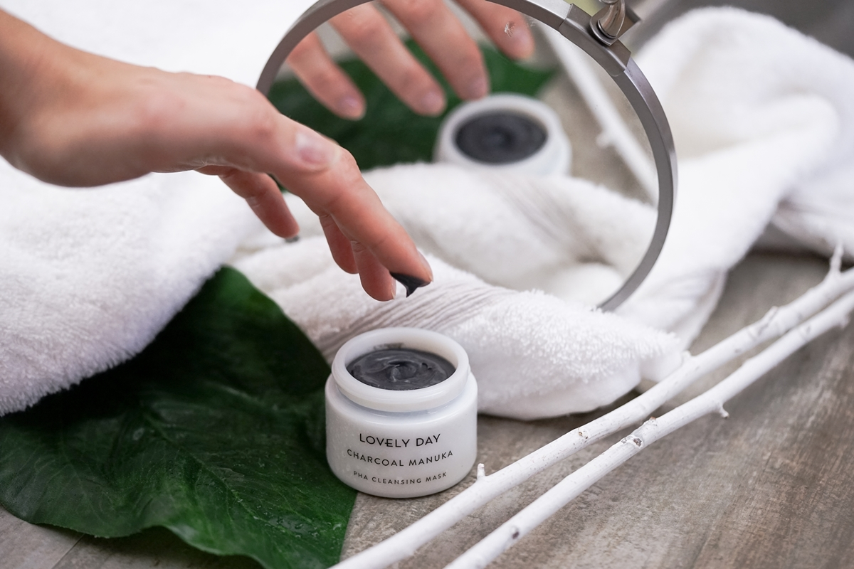 Lovely Day Botanicals; Mellow Mallow Cleanser, Hyaluron Bloom Nectar, Charcoal Manuka Mask | Skincare, Beauty, Anti Aging | Glasschuh.com Blog aus Hannover von Lea Christin